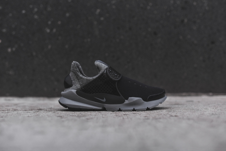 Nike_Tech_Fleece_Pack_Sock_Dart_-_Black_Grey_1